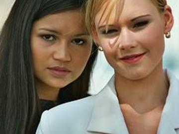 2 hübsche Frauen
